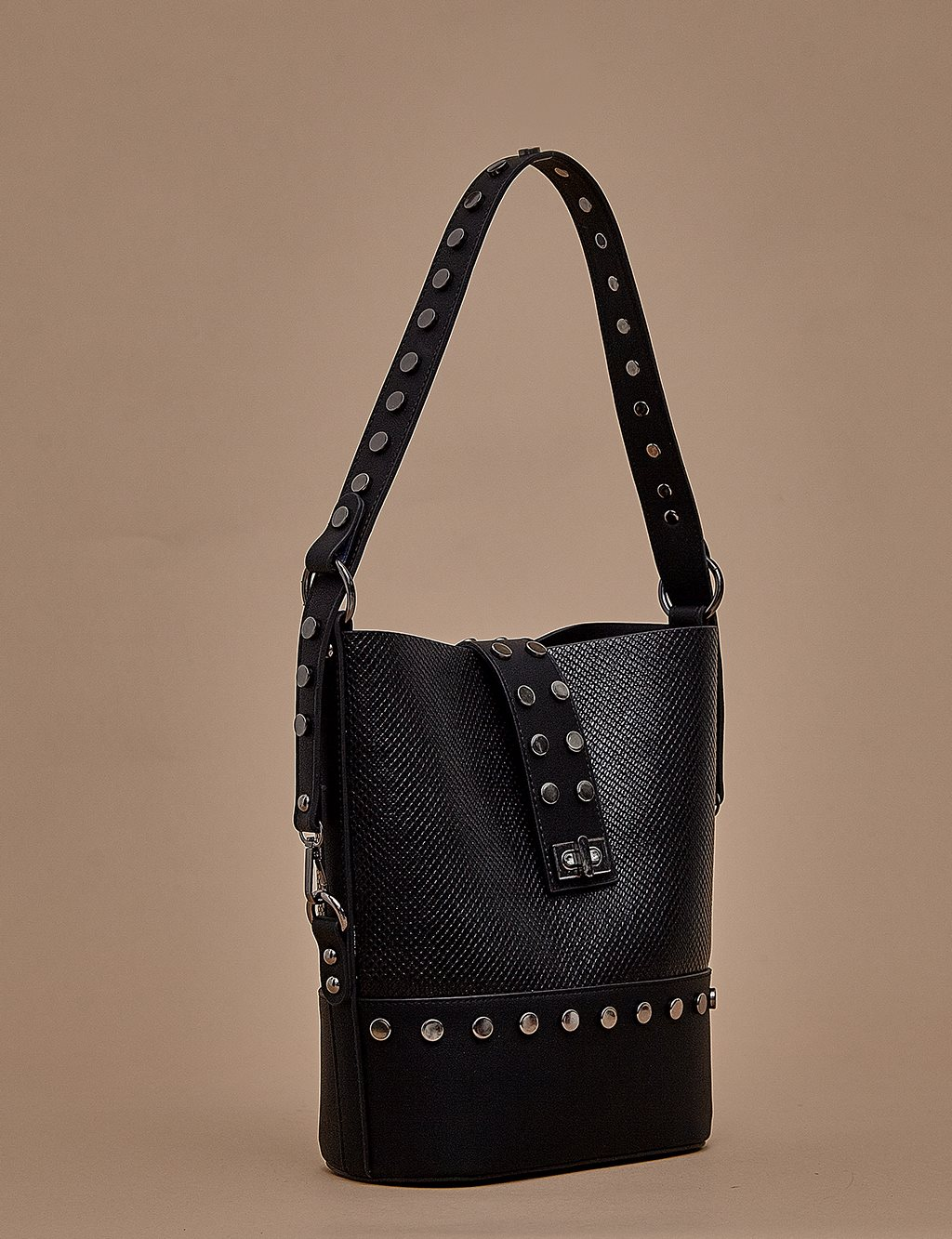 Shoulder Bag With Staple A9 CNT16 Black
