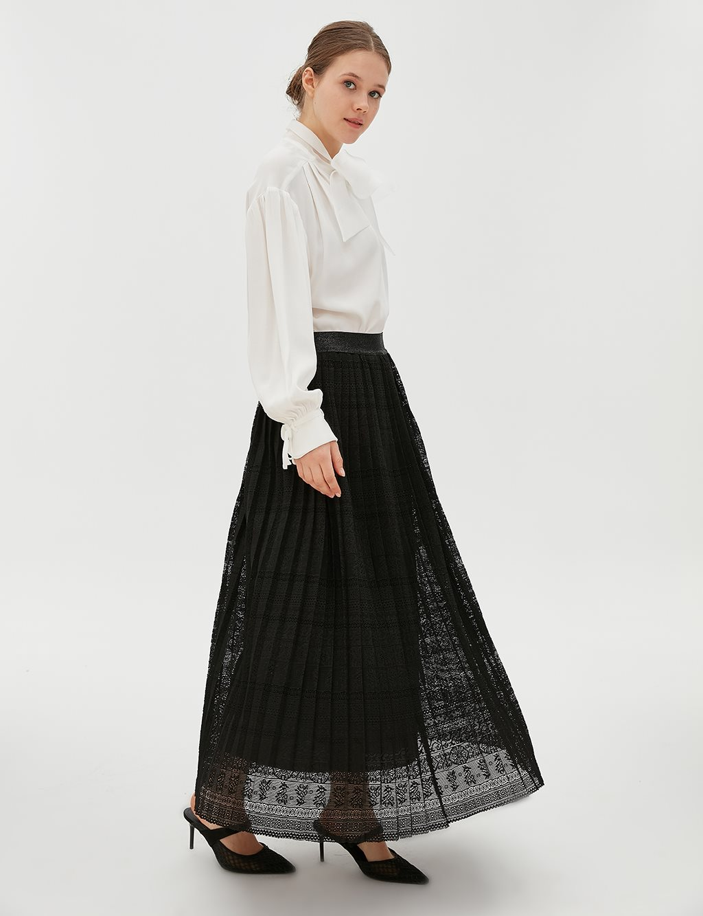 Elastic Pleated Lace Skirt B20 12081 Black