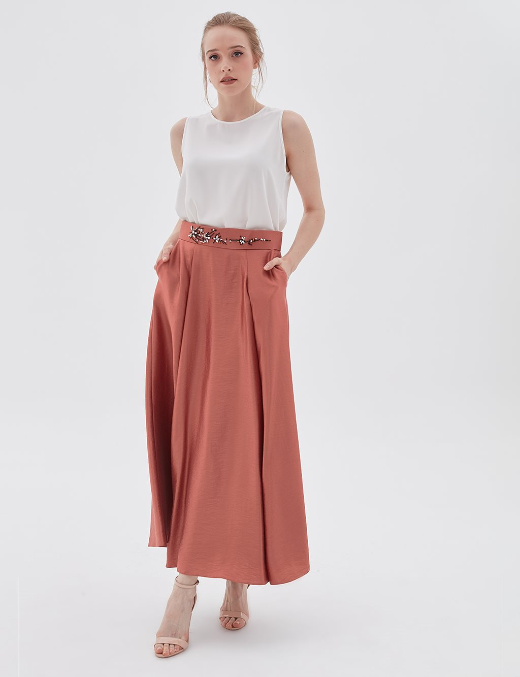 Pleated Skirt With Embroidered Belt B20 12050 Tile