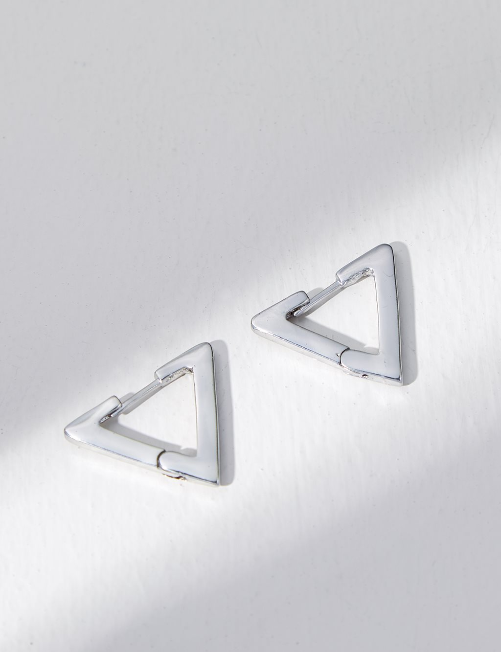 Mini Triangle Earring B21 KP08 Nickel